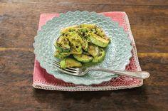 Abobrinha grelhada com alho e molho de azeitonas verdes | Panelinha - Receitas que funcionam