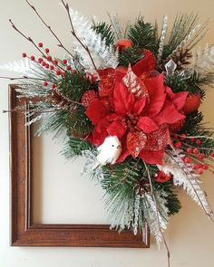 Make a stunning holiday wreath from a picture frame. Cool Christmas Trees, Christmas Frames, Christmas Bows, Simple Christmas, Christmas Ornaments, Christmas Flower Arrangements, Holiday Centerpieces, Xmas Decorations, Picture Frame Wreath