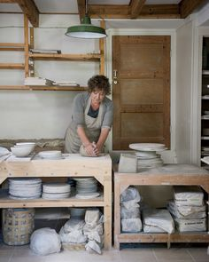 Marjoke de Heer - Keramiek - all made by the same pair of hands (picture Rob van der Vet) Ceramic Shop, Ceramic Design, Ceramic Pottery, Pottery Art, Slab Pottery, Handmade Ceramic, Handmade Pottery, Ceramic Bowls, Pottery Workshop