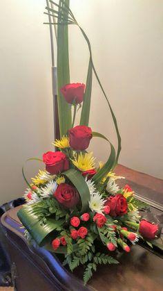 Creative Flower Arrangements, Church Flower Arrangements, Floral Arrangements, Altar Flowers, Church Flowers, Christmas Flowers, Arte Floral, Flower Bouquet Wedding, Fresh Flowers