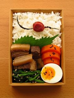 Classy Japanese Bento Lunch (Braised Pork Belly, Sesame Spinach,  Sweet Carrot and Boiled Egg)|弁当