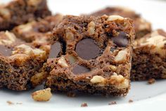 Easy Paleo Double Chocolate Walnut Brownies recipe made with coconut flour chocolate chips honey eggs oil vanilla walnuts salt and baking soda. Paleo Brownies, Chocolate Chip Brownies, Chocolate Chips, Raw Chocolate, Paleo Dessert, Dessert Recipes, Walnut Brownie Recipe, Brownie Recipes, Gluten Free Sweets