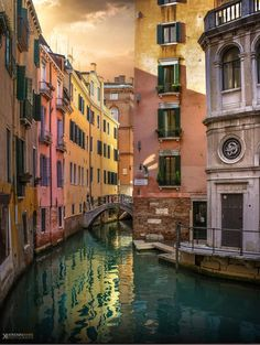 Million colors of Venice (Canal in Venice, Italy) Venice Painting, Italy Painting, Venice Travel, Italy Travel, Travel Around The World, Around The Worlds, Venice Canals, Gondola Venice, Urban Painting