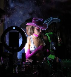 Paint hat w neon paint Rave Costumes, Couple Halloween Costumes, Halloween Outfits, Adult Costumes, Turtle Costumes, Woman Costumes, Group Costumes, Cowgirl Costume, Cowgirl Party