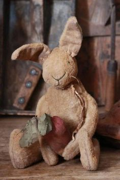 Sweet stuffed bunny, love the worn look, makes him looked well loved. Happy Easter, Easter Bunny, Muñeca Diy, Primitive Crafts, Vintage Easter, Vintage Holiday, Softies, Easter Crafts, Easter Decor