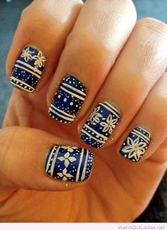 Blue and white Christmas nails design