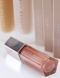 Universal lip luminizer used for Kehlani make-up in the Calvin Harris feat. Kehlani & Lil Yachty music video Faking It. The ultimate, gotta-have-it lip gloss with explosive shine that feels as good as it looks—in one universal rose nude shade.