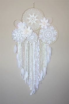 Large Dreamcatcher Wall Hanging-White Cream Dream Catcher-Floral Dream Catcher-Boho Wedding-Bedroom Wall Decor-Doily Dreamcatcher - My best home decor list Grand Dream Catcher, Lace Dream Catchers, Dream Catcher Boho, Dreamcatcher Crochet, Crochet Mandala, Crochet Doilies, Diy Crochet, White Dreamcatcher, Wedding Bedroom