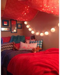Love the red and the lights for a college apartment or dorm room