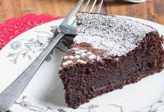 Delicious Chocolate Capri Cake or Torta Caprese Best Flourless Chocolate Cake, Delicious Chocolate, Flourless Cake, Chocolate Cheesecake, Ww Recipes, Cake Recipes, Dessert Recipes, Light Recipes, Healthy Recipes
