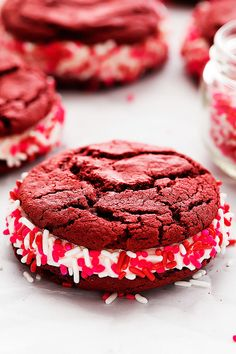 Fluffy marshmallow frosting sandwiched between soft and chewy red velvet cookies – perfect for Valentines Day! Big Valentines Day plans?? Anyone?? Our plans include staying in and spending a little two on two time – the twins are invited on our VDay date. We sort of used up our babysitter cards on celebrating our anniversary. …