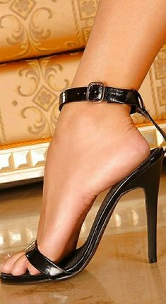 just hooked you should know by now but the little buckle around the ankle looks a little naughty. in a tied to the bed sort of way. (Board Barefeet and Shoes) Samantha x Sexy High Heels, Black Stiletto Heels, Hot Heels, Womens High Heels, Talons Sexy, Gorgeous Feet, Sexy Toes, Female Feet, Women's Feet