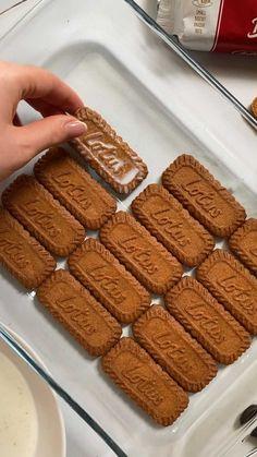 adikosh_123 on Instagram: עוגת ביסקוויטים לוטוס היא העוגה שלי כשיש לי סופ״ש עמוס ואני צריכה לדאוג לעוגה של שבת בבוקר , הכי קלה וטעימה! 💫 . המתכון נמצא בבלוג ויש… Calvin Harris, Tiramisu, Ethnic Recipes, Desserts, Food, Tailgate Desserts, Deserts, Essen, Postres