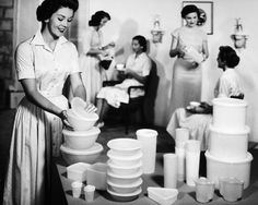 TUPPERWARE PARTY, 1950s Photograph  - TUPPERWARE PARTY, 1950s Fine Art Print