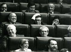 Santiago Carrillo junto a Jordi Solé Tura (1930-2009), en el debate parlamentario sobre la moción de censura presentada por el PSOE, el 29 de mayo de 1980. Foto EFE.
