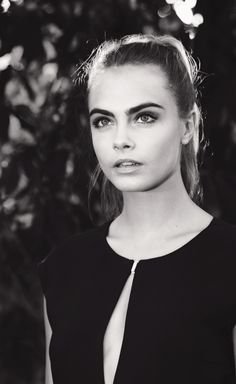 Cara Delevingne with bold brows + pony hún er alltaf gorgeous! Perfect People, Pretty People, Beautiful People, Bold Brows, Model Foto, Famous Faces, Woman Crush, Pretty Face, Girl Crushes
