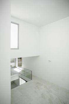 Image 13 of 48 from gallery of House H / Bojaus Arquitectura. Photograph by Joaquín Mosquera Interior Architecture, Interior And Exterior, Interior Design, Minimalist Home, Minimalist Design, Floor Area Ratio, International Style, Inside Design, Big Windows
