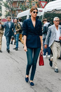 Try styling your blazer with the sleeves pushed up, to visually slim and elongate your silhouette. www.stylestaples.com.au