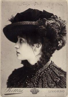 Eleonora Duse  1858-1924 Italian actress.  Eleonora Duse in Odette, 1885 circa (Foto Bettini) Roma, Bilbioteca e Museo Teatrale del Burcardo