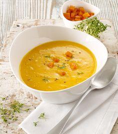Eine cremige Suppe aus Petersilienwurzeln und Kürbis