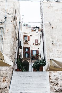 Polignano_A_Mare-Guerlain-Beauty_Road_Trip-Long_Dress-Chole_Bag-Outfit-Street_Style-Italy-