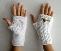 The Effective Pictures We Offer You About handstulpen stricken sockenwolle A quality picture can t Knitted Mittens Pattern, Crochet Mittens, Crochet Gloves, Knitting Socks, Free Knitting, Baby Knitting, Knit Crochet, Knitting Patterns, Knitting Wool
