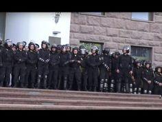 На митинге в Кишиневе произошли первые столкновения - http://russiatoday.eu/na-mitinge-v-kishineve-proizoshli-pervye-stolknoveniya/                              Как сообщает молдавский интернет-ресурс Noi.md., группа людей пыталась прорваться в парламент, но сотрудники правоохранительных органов в полной экипи�