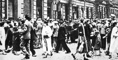 Pawia Street, Warsaw Ghetto, 1941/some of the 450,000 people that lived in the ghetto in early 1941