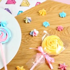 Colorful lollipops for your little ones🍭 Cake Decorating Icing, Cake Decorating Videos, Cake Decorating Techniques, Decorating Tips, Lollipop Video, Lollipop Recipe, Lollipop Cookies, Meringue Cookies, Cake Cookies