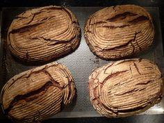 Kräftiges Sauerteigbrot aus Roggenvollkornmehl nach einem uralten hessischen Originalrezept   Garantiert traditionell und mitlanger Teigführunghergestellt, und natürlich wie immer ganz ohne Mist             Tipps:  • Wie erreiche ich 25°C