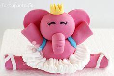 En este vídeo os muestro como he hecho a la elefantita Elly o Eli (lo he visto escrito de las dos formas ¿cual es la buena?) la amiga de Pocoyó. la figura la... Cake Topper Tutorial, Fondant Tutorial, Fondant Toppers, Fondant Cakes, Cake Pocoyo, Ballet Cakes, Elephant Party, Fondant Animals, Edible Glitter