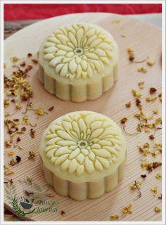 Sakura Snowskin Mooncake | Anncoo Journal