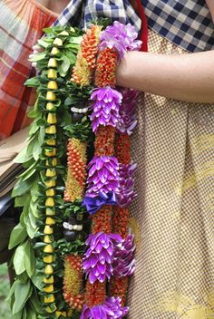 Traditional Hawaiian Leis during the Hawaiin Lei Day Festival in Waikiki, Oahu Island. In Hawaiian tradition, these garlands are the welcome sign. Lei has become the symbol of Hawaii to millions of. Hawaiian Lei Flower, Flower Lei, Flower Crown, Hawaiian Plants, Tropical Flowers, Maui Activities, Graduation Leis, Maui Travel, Free Things To Do