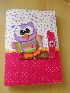 Capa para caderno pequeno... confeccionado em eva com aplicação de botão... R$ 16,50