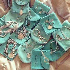 Tiffany and Co. I really want my Tiffany ring . - Tiffany and Co. I really want my ring to be from Tiffany :] – - Tiffany Jewelry, Tiffany Bracelets, Tiffany Necklace, Tiffany Und Co, Bleu Tiffany, Cute Jewelry, Jewelry Accessories, Jewelry Box, Dainty Jewelry