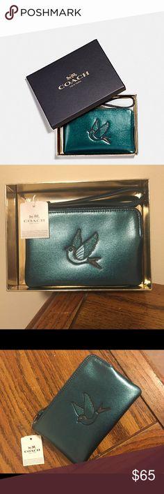 "NWT Coach beautiful bird wristlet!! NWT Coach beautiful bird wristlet!!  Includes gift box & measures 6.5"" in length & 4"" in height Coach Bags Clutches & Wristlets"