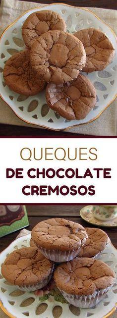 Queques de chocolate cremosos | Food From Portugal. Se gosta de chocolate tem de experimentar estes deliciosos queques de chocolate cremosos! São excelentes para servir numa festa ou noutra ocasião especial! Todos vão gostar!! #queques #chocolate #receita