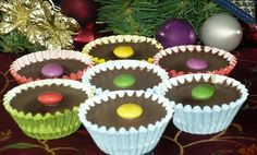 These cups with chocolate and a sweet nut filling have the first place in our family in our Christmas cookies. Christmas Cookies, Merry Christmas, Christmas Gingerbread, Mini Cheesecakes, 3 Ingredients, Vegan Desserts, Sweet Treats, Muffin, Nutella