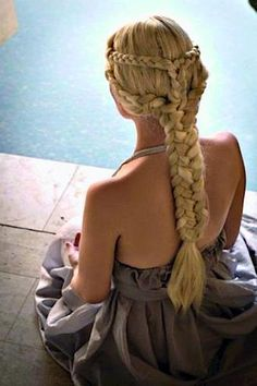 Daenerys' hair. So gorgeous. Thank you Game of Thrones!