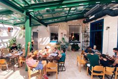 Hét új budapesti étterem, ami a járvány alatt nyitott - Roadster Budapest, Conference Room, Brunch, Table, Furniture, Home Decor, Decoration Home, Room Decor, Tables