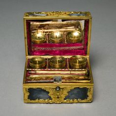 Writing Set (Nécessaire), c. 1765  England, gold, agate, interior fitted with gold-mounted implements, mirror. © Cleveland Museum of Art
