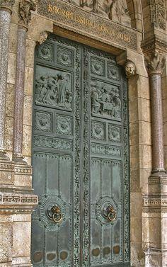 Montmartre, Sacre Coeur, doors, Paris XVIII