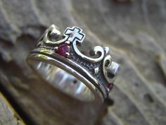 Medieval wedding rings were so different and intricate. Here is the crown ring to express #love