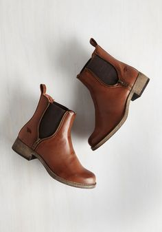 Casual Influence Boot in Cognac. Ever since uniting with these cognac brown Rocket Dog booties, youve assembled a myriad of low-key looks to accompany them. Source by ayelliott Boots Sock Shoes, Cute Shoes, Me Too Shoes, Women's Shoes, Prom Shoes, Trendy Shoes, Converse Shoes, Shoes Sneakers, Dog Booties
