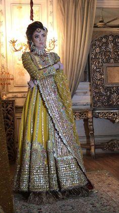 Pakistani Mehndi Dress, Beautiful Pakistani Dresses, Bridal Mehndi Dresses, Pakistani Fashion Party Wear, Desi Wedding Dresses, Pakistani Formal Dresses, Shadi Dresses, Indian Wedding Fashion, Pakistani Wedding Outfits