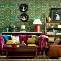 Boho-meets-Victorian living room with a classic richly coloured William Morris wallpaper. From 25 Beautiful Homes Magazine. William Morris Wallpaper, Morris Wallpapers, Victorian Living Room, Modern Victorian, Victorian Design, Victorian Interiors, Victorian Decor, Living Room Green, Living Room Decor