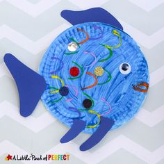 Paper Plate Fish Craft: an easy painting craft idea for kids using toilet paper rolls to make fish scales (ocean, summer, kids craft)