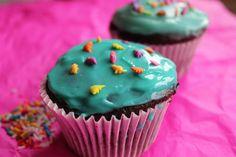 Kitchen Grrrls.: Chocolate Cupcakes with Cream Cheese Frosting (veganize)