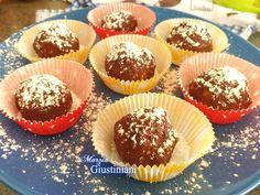 Tartufini al pandoro, con mascarpone e caffè, ricoperti al cioccolato fondente
