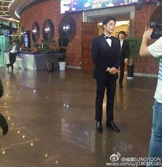 [ 2/3 ] #sungHoon updated #weibo today #sungHoon attends #seoul Drama Awards 2016 .. .. .. .. #성훈 @sunghoon1983hi hi #ソンフン#roi#방성훈#成勋 #成勛#sunghoon1983 #우리동네예체능#coolkizontheblock #신기생뎐#newtalesofgisaeng #신의#greatdoctor #가족의탄생 #보디가드#bodyguard #열애#passionatelove #고결한그대 #noblemylove #오마이비너스#ohmyvenus #아이가다섯#FiveChildren
